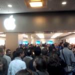 Foule Apple Store Vélizy 2 - Photo: geekinside.eu